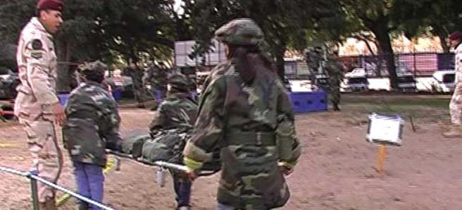 © Gregor Passens, Combate, 2005, Video 2:45 min. Militärpräsentation mit Kinderparcours, am Tag des Kindes (Día del niño) in Buenos Aires, Argentinien.